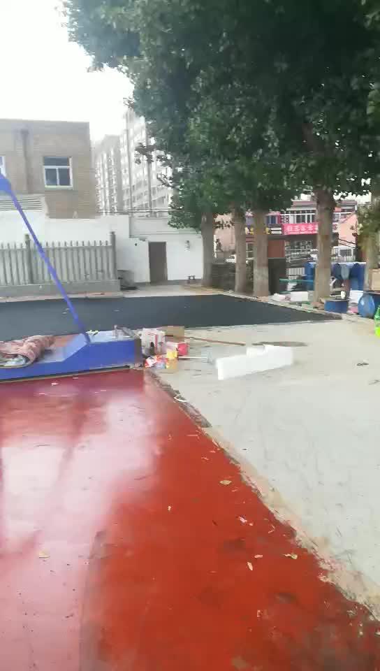 塑胶跑道施工中